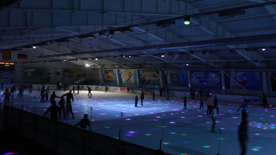 Ледовый дворец спорта имени Парышева Н. В. Катания на коньках в Ледовом дворце им. Парышева курган афиша расписание